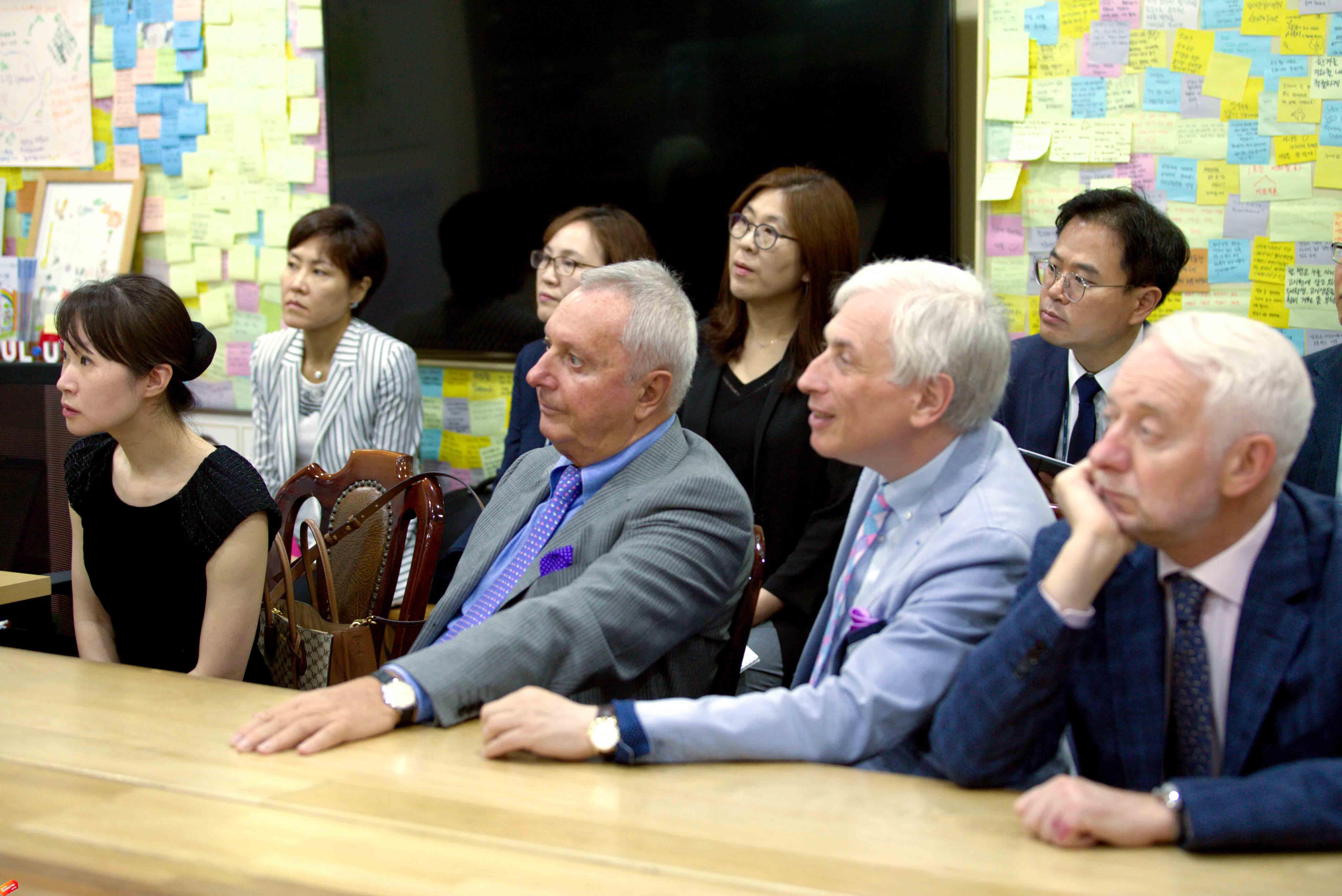 Мэр Сеула посвятил журналистов в секреты управления мегаполисом+.jpg